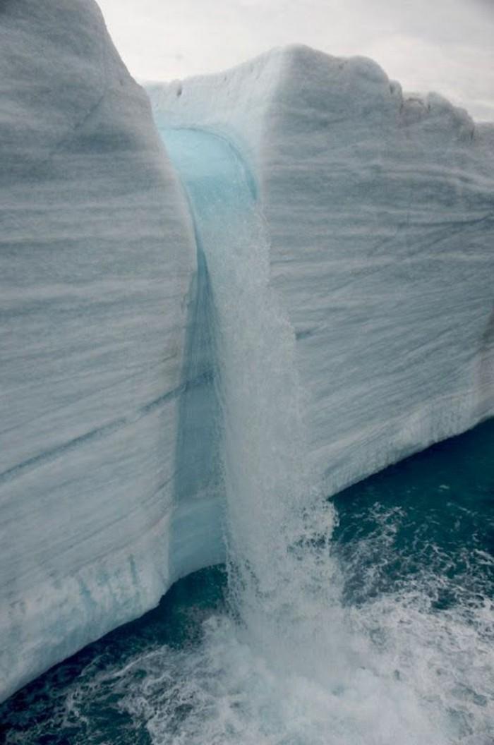 Wasserfall-Bilder-im-Norden-fließt
