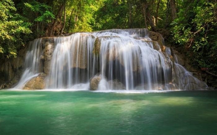 Wasserfall-Bilder-in-dem-Wald