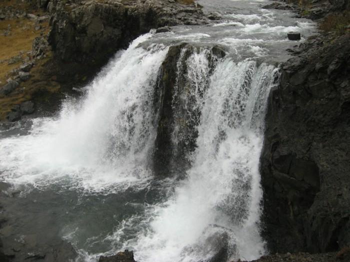 Wasserfall-Bilder-mit-viel-Schaum
