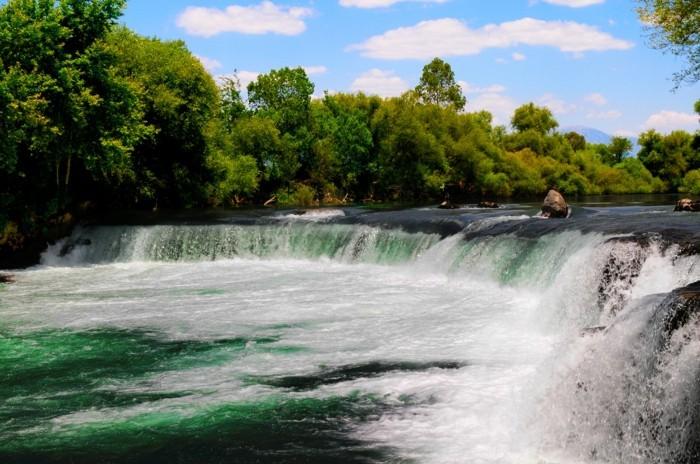 Wasserfall-Bilder-niedrig-aber-schnell