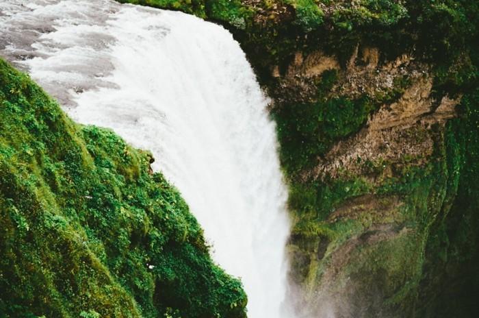 Wasserfall-Bilder-sehr-tief-schaumig