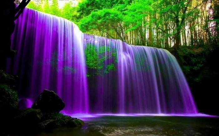 Wasserfall-Fotos-das-Wasser-scheint-lila-zu-sein