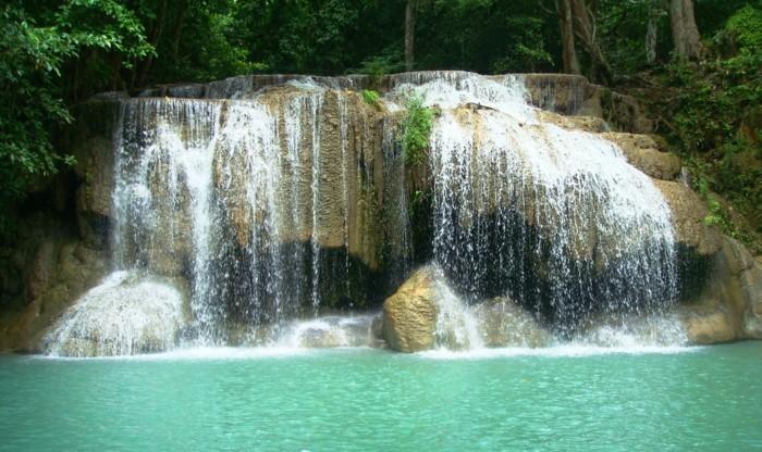 Wasserfall-Fotos-mit-vielen-Spritzer