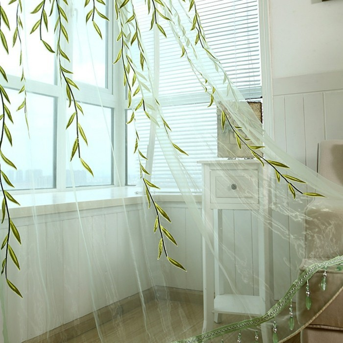 Wohnzimmer-Gardinen-mit-grünen-Blättern