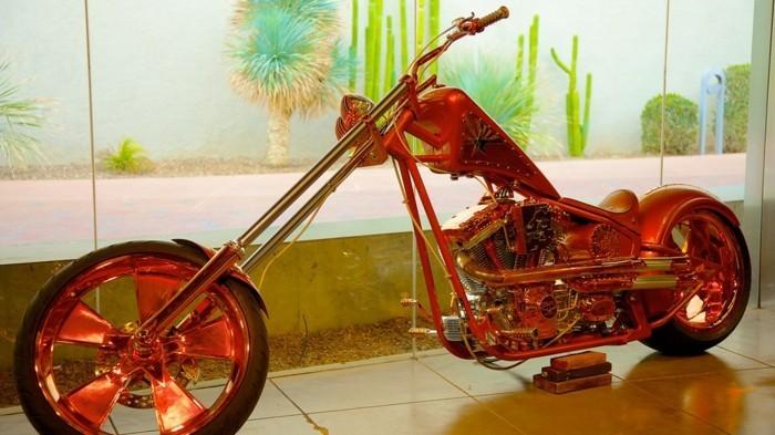 Zeitgenössische-Kunst-ein-Fahrrad-aus-Glas