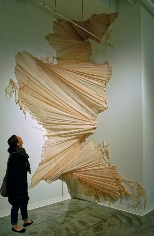Zeitgenössische-Kunst-eine-Skulptur-aus-Leinen