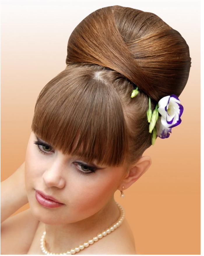 attraktive-offizielle-frisuren-für-frauen-hochgesteckte-haare-mit-pony