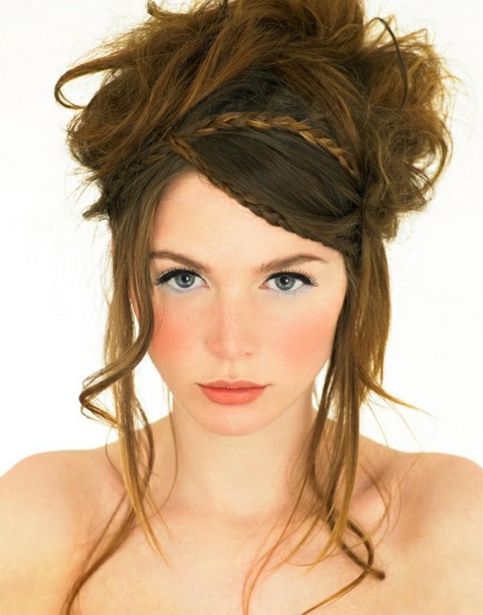 attraktive-originelle-frisuren-für-frauen-braune-hochgesteckte-haare
