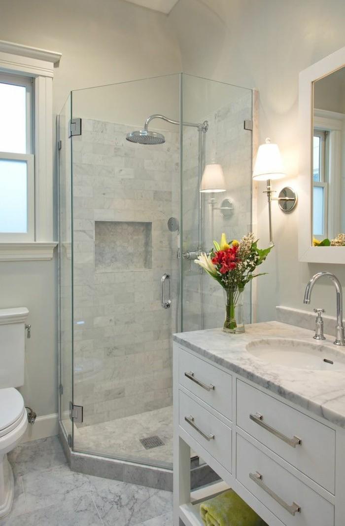 attraktives-design-vom-badezimmer-sehr-klein-und-modern-in-weiß-gestaltet
