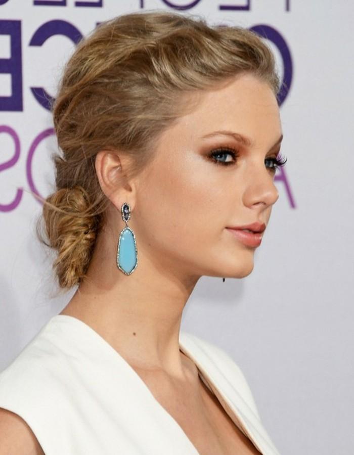 blonde-schöne-haare-sehr-weibliches-aussehen-weißes-kleid