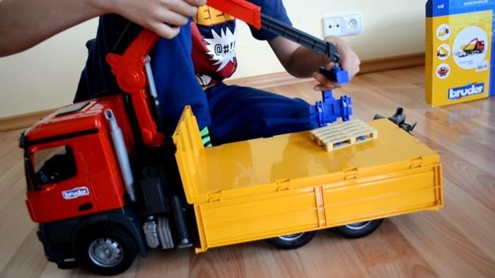 bruder-spielwaren-geschenke-für-kinder
