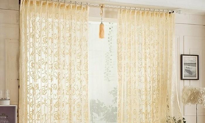 elegante-Schlaufengardinen-mit-abstracktem-Muster