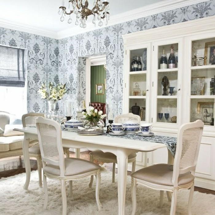 esszimmer-design-mit-weißen-möbeln-blaue-schöne-süße-tapeten