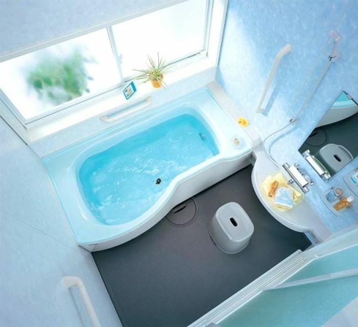 foto-von-oben-genommen-kleines-bad-einrichten-schöne-badewanne