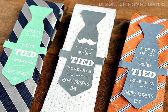 geschenke für vatertag, krawatter in verschiedenen designs, kreative verpackung