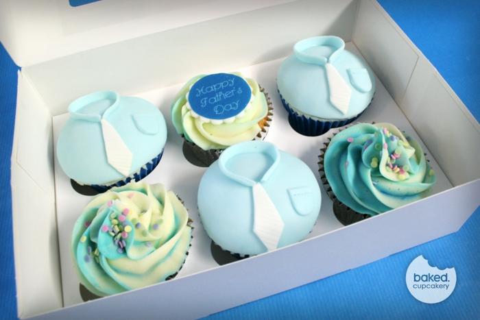 geschenke für vatertag, muffins dekroiert mit blauem fondant und buttercreme