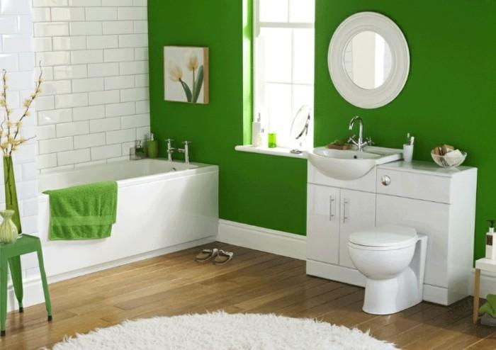 grüne-wand-modernes-design-vom-badezimmer-weiße-badmöbel