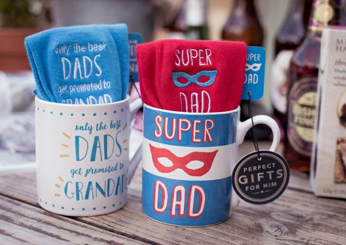 ideen zum vatertag, super dad tassen, kreative, geschenke für männer
