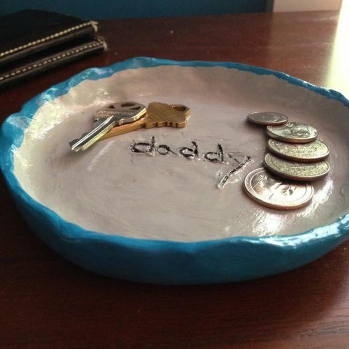 interessante-und-auffällige-geschenke-zum-vatertag-teller-mit-münzen