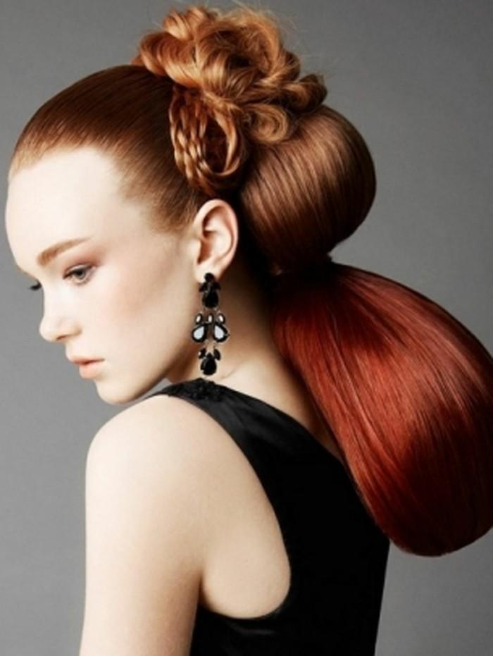 rote-lange-haare-in-einer-sehr-auffälligen-frisur-coole-frau