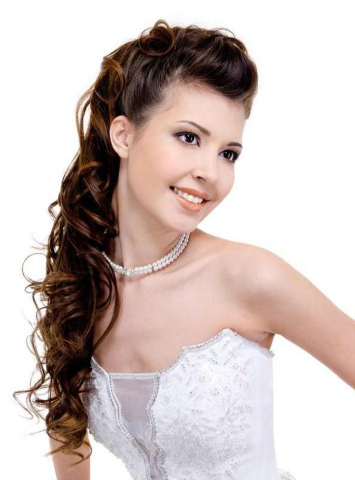 schöne-braut-mit-langen-braunen-haaren-weißes-kleid