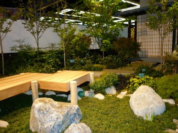 schöne-gärten-gestalten-sitzbank-gelbe-gestaltung