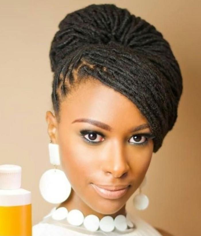 sehr-interessante-haarfrisur-für-damen-schwarze-schöne-haare