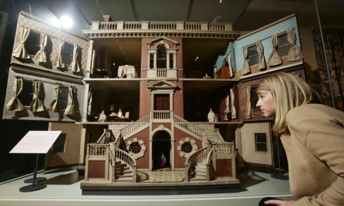 sehr-luxuriöse-Puppenstuben-im-Museum
