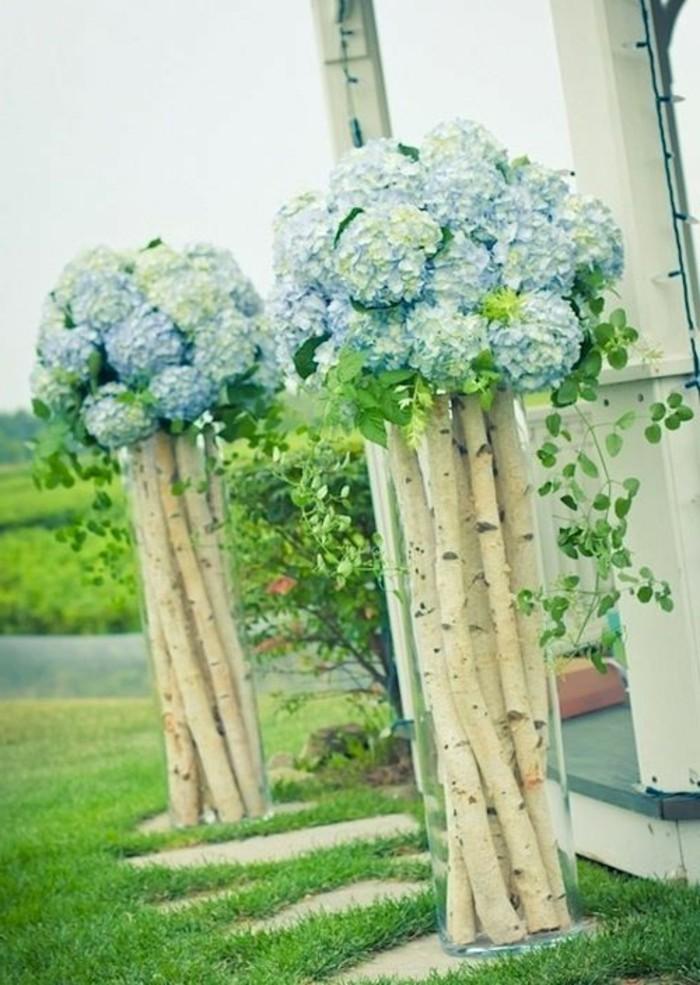 sehr-romantische-und-beeindruckende-baumstamm-deko-außengestaltung