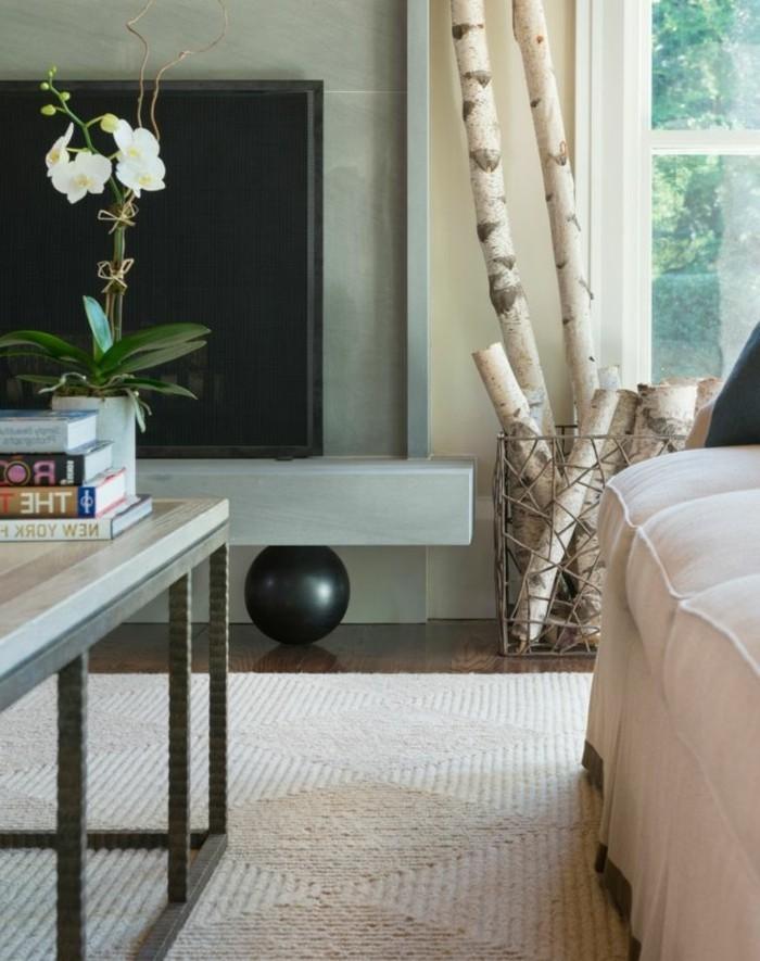 sehr-schöne-deko-mit-baumstamm-im-eleganten-wohnzimmer