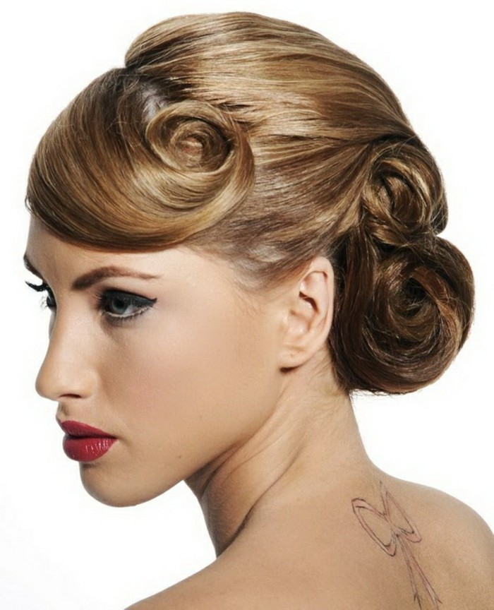 sehr-schöne-elegante-frisuren-für-frauen-blonde-haare