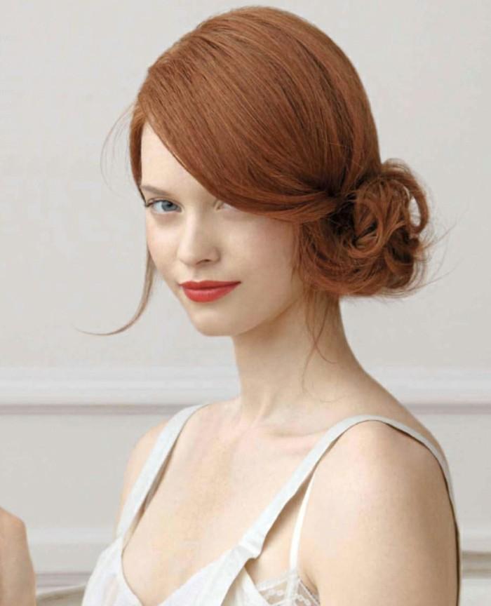sehr-schöne-haarfarbe-und-modern-wirkende-hochgesteckte-frisur