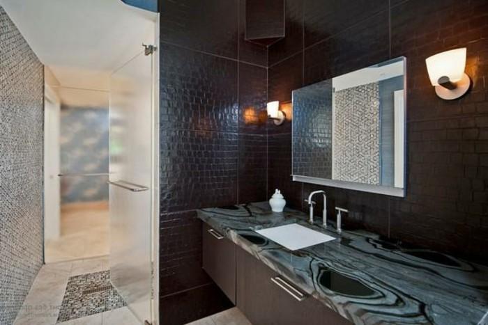 sehr-schicke-gestaltung-kleines-bad-super-spiegel-an-der-wand