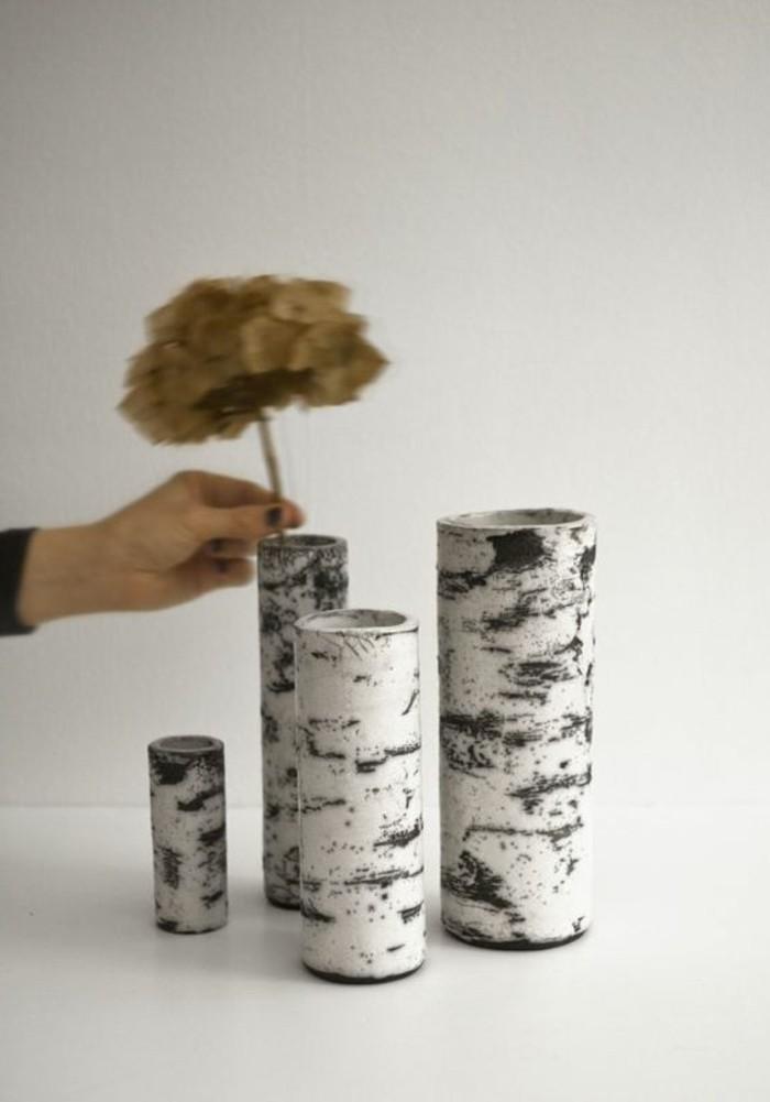 super-schöne-moderne-baumstamm-deko-kreative-vasen-weißer-hintergrund