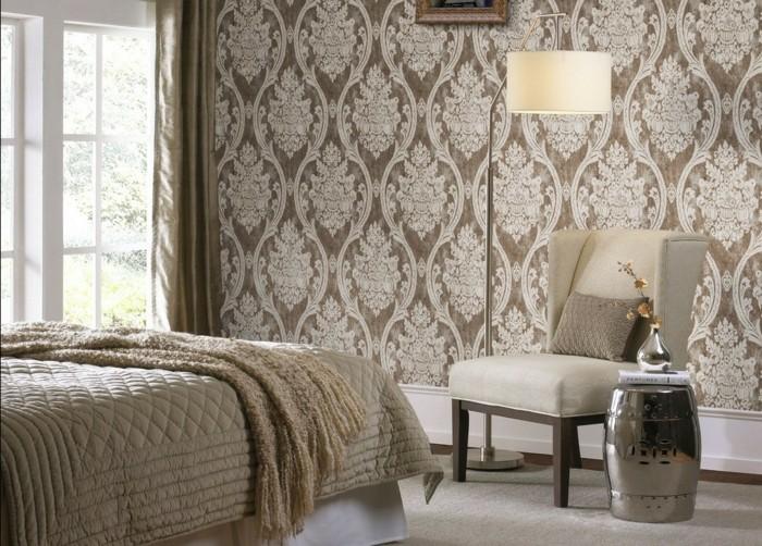 taupe-farbe-im-modernen-schlafzimmer-mit-tollen-wandtapeten