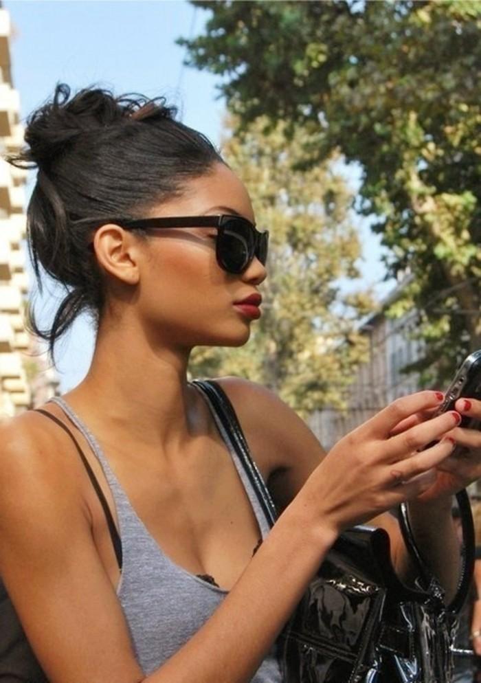wunderschöne-einfache-tägliche-frauenfrisur-sexy-look-mit-sonnenbrillen