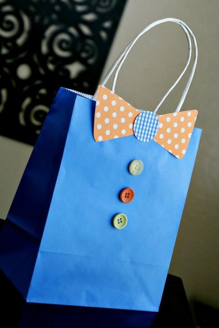 wunderschöne-geschenke-zum-vatertag-blaue-tüte-wie-kleidung-aussehen