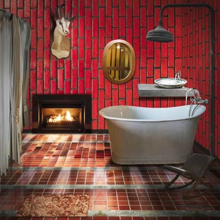 wunderschöne-interessante-retro-deko-elegante-weiße-badewanne