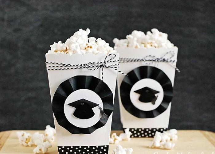 Abiturgeschenke-dekorierte-Schachtel-mit-Popcorn