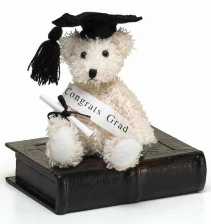 Abiturgeschenke-ein-weißer-Teddy-Bär