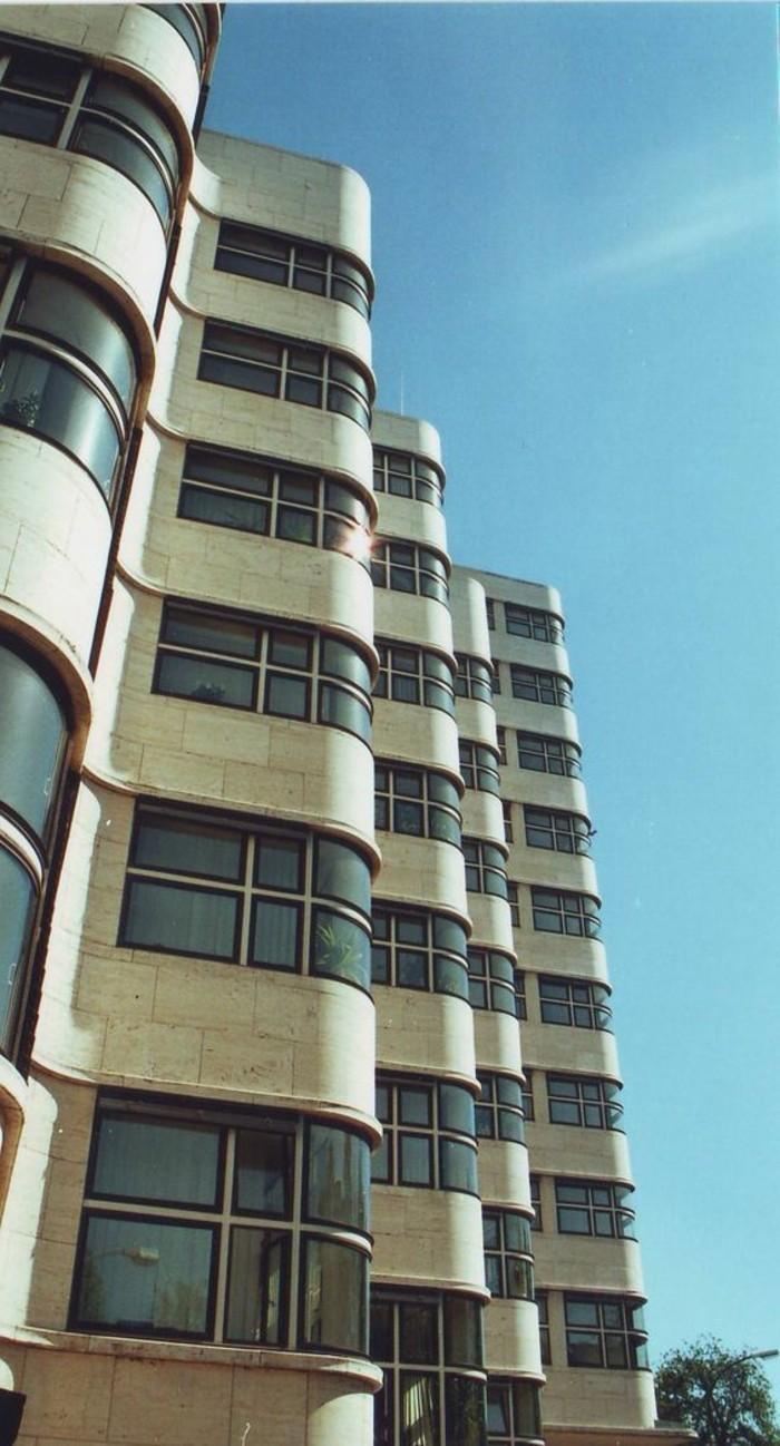 Architekten-der-Moderne-hohes-Gebäude