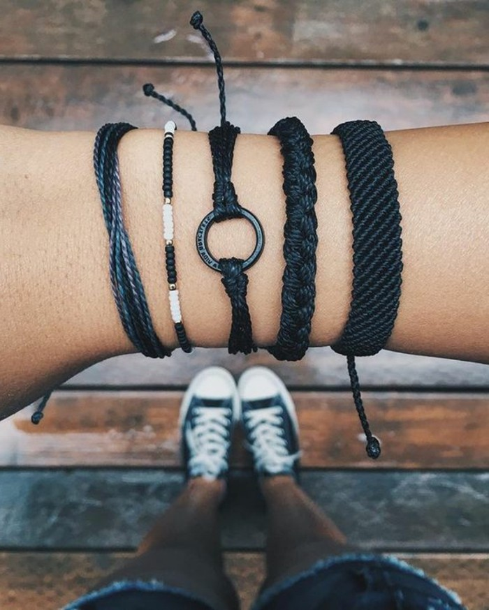 Armbänder-selber-knüpfen-in-schwarzer-Farbe