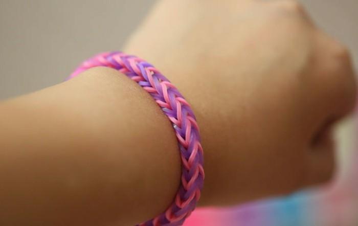 Armbänder-selber-machen-in-rosa-Farbe