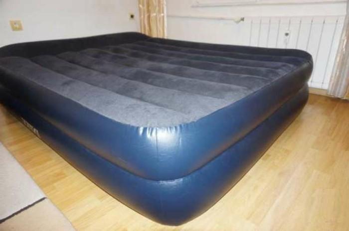 aufblasbares bett kreatif von zu hause design ideen. Black Bedroom Furniture Sets. Home Design Ideas