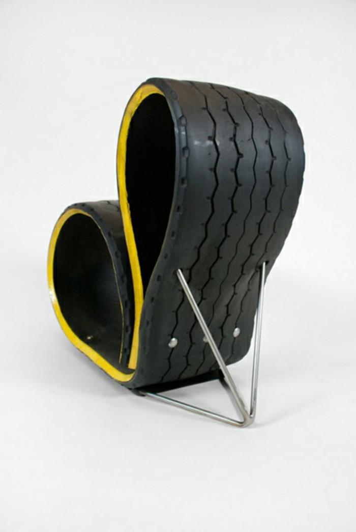 DIY-Möbel-aus-Autoreifen-autoreifen-recycling-schwarz-liege