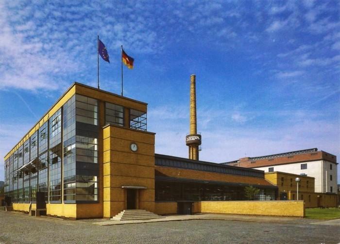 Funktionalismus-Architektur-Fagus-Werkstatt-in-Alfeld