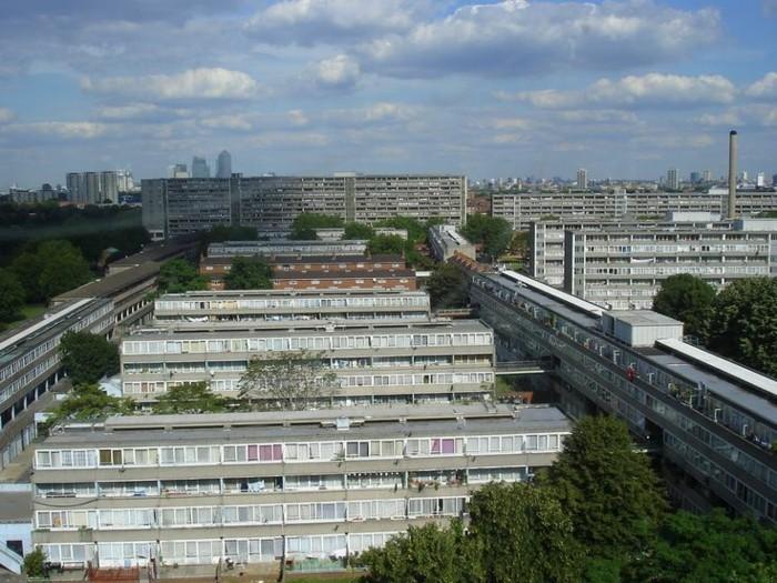 Funktionalismus-Architektur-eine-Stadt-mit-gleichen-Gebäuden