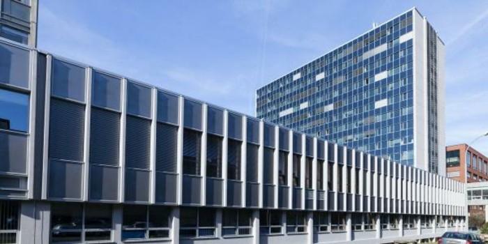 Funktionalismus-Architektur-mit-vielen-Fenstern