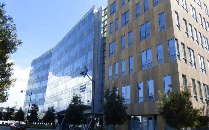Funktionalismus-Architektur-zu-einem-neueren-Gebäude