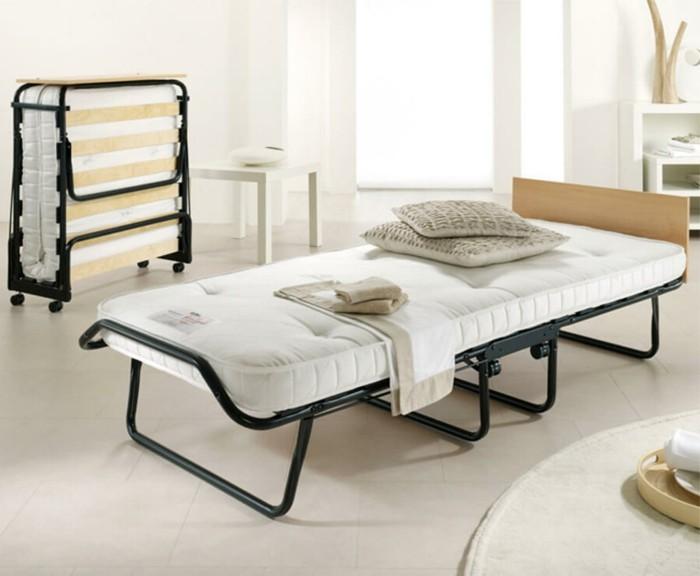 Gästebett-Klappbar-mit-schwarzen-Beinen